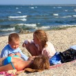 Family on beach — Stock Photo #4565064