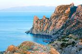 Daybreak summer rocky coastline — Stock Photo