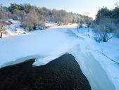 Fiume d'inverno — Foto Stock