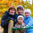 Family in autumn park — ストック写真