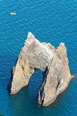 "Rock (""Golden gate"") near sea beach — Stockfoto"