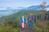 Family in mountain — Stock fotografie