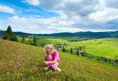 Girl in a mountain walk — Stockfoto