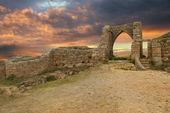 Древний замок на закате — Стоковое фото
