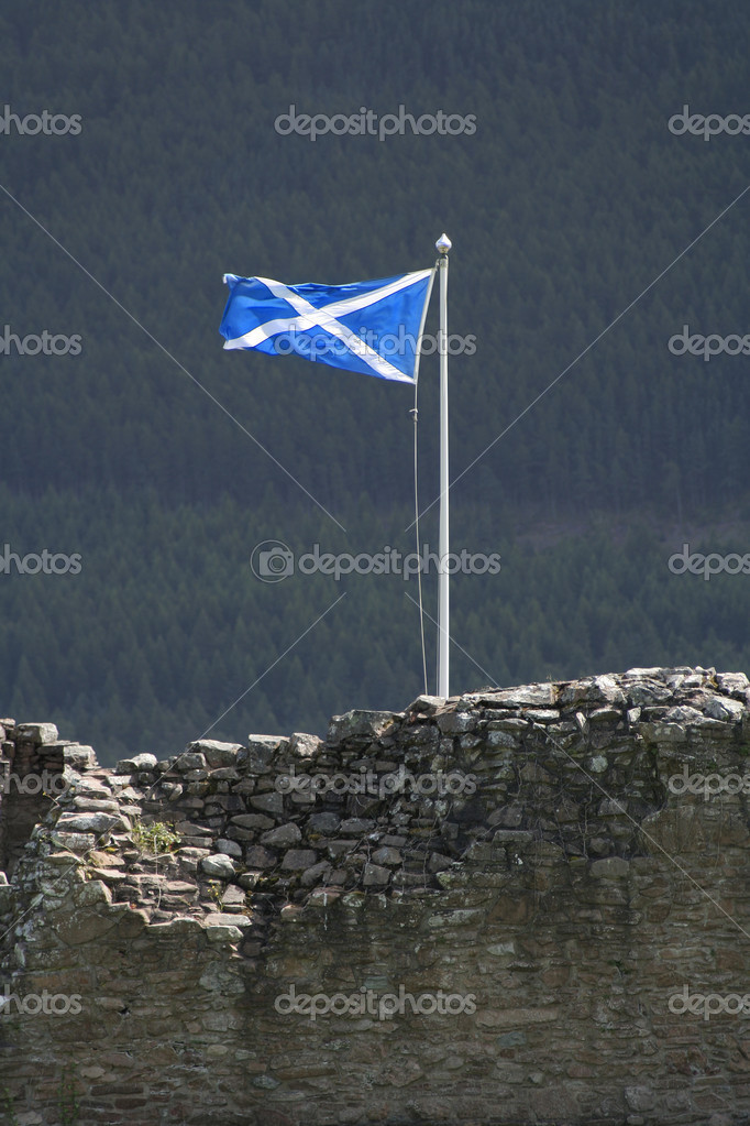The Saltire flying over Urquhart Castle by Loch Ness — Stock Photo #4468894
