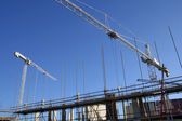 Cranes and scaffolding — Stock Photo