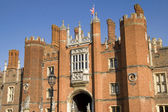Ingang van hampton court palace — Stockfoto