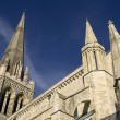 Chichester cathedral against deep blue sky — Стоковая фотография