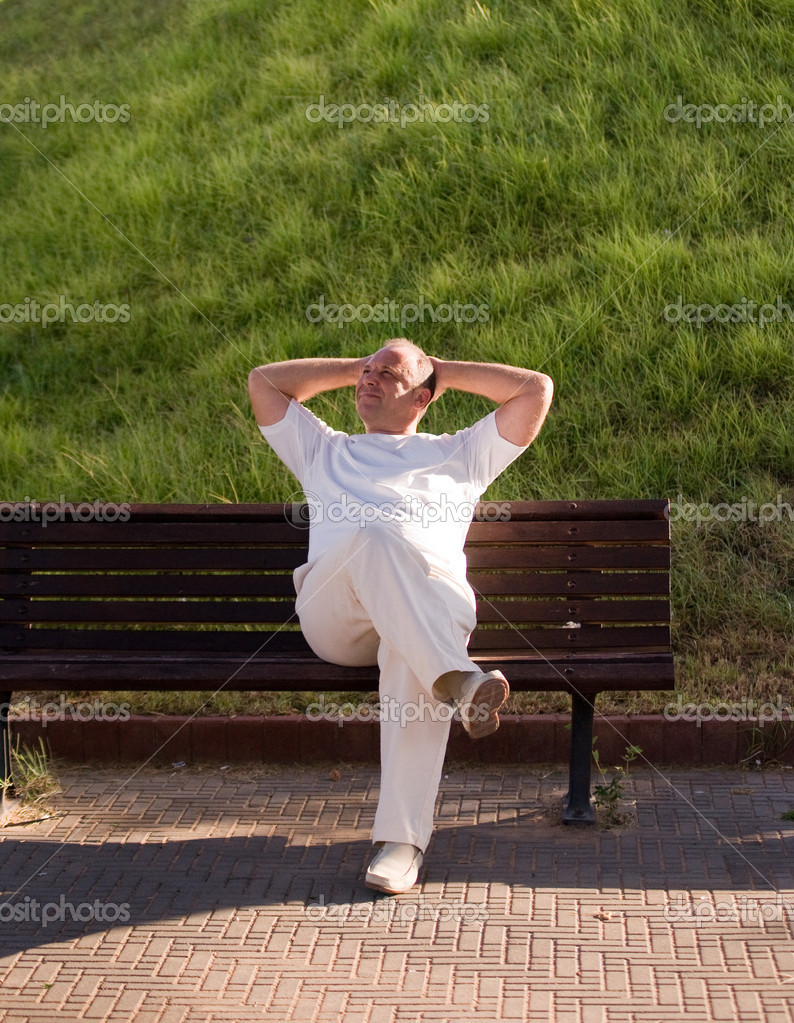 Man resting on a bench in a summer day. — Stock Photo #4543866