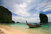 Thailand sea with sand rock and blue sky : Krabi — Stock Photo