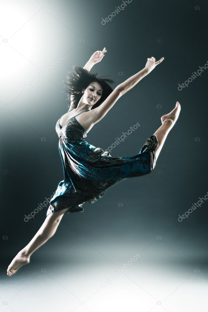Stylish and young modern style dancer is jumping stretched — Stock Photo #4526241