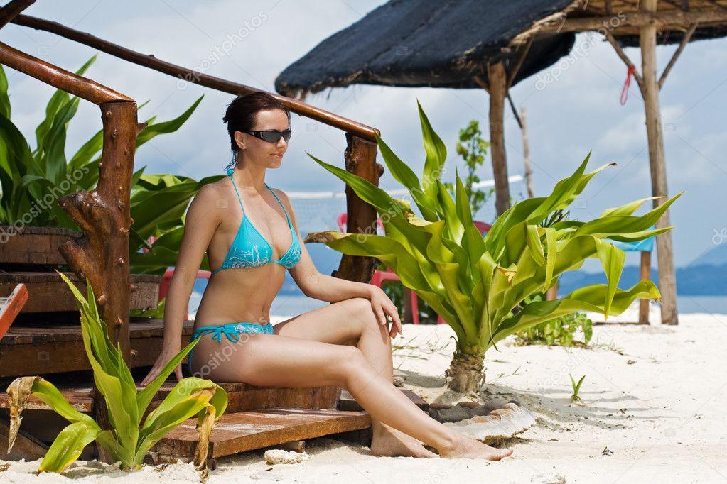 Девушки на пляже фото бикини 18