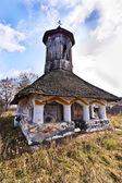 Belle petite église orthodoxe vieille dans le pays — Photo
