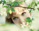 Beautiful girl among leaves — Stock Photo