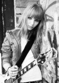 Girl plays guitar — Stock Photo