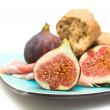 Fresh figs; Prosciutto and broken pieces of granary bread on square blue pl — Stock Photo #4719103