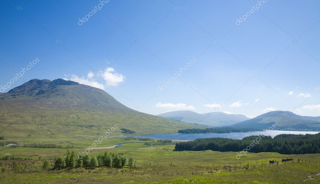 Rannoch Moor, National Heritage site. Late spring, bright sunny day — Stock Photo #4934207
