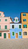 Burano island in lagoon of Venice; famous brightly-colored houses; — Stock Photo
