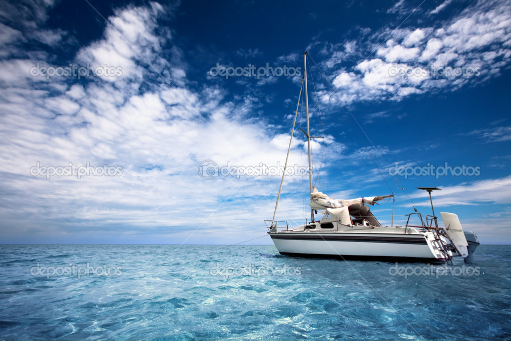 Sailing through tropical waters — Stock Photo #5204307