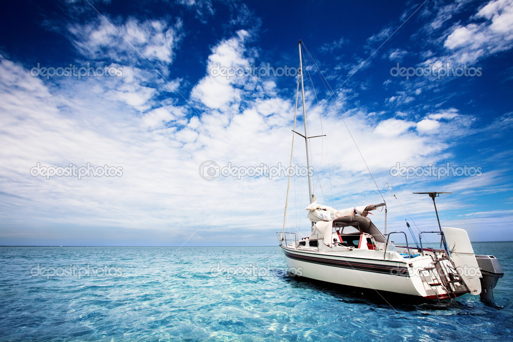 Yachting in gorgeous tropical waters — Stock Photo #5204309