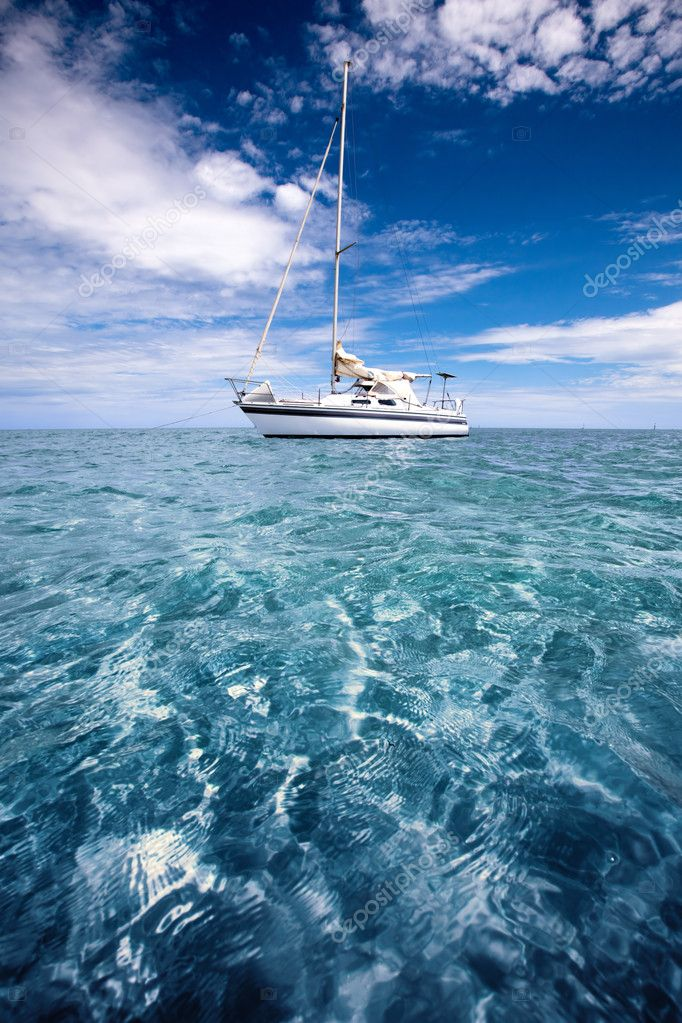 Yacht in beautiful tropical waters — Stock Photo #5204319