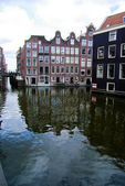 Water canal with houses in Amsterdam, Holland — Stock Photo