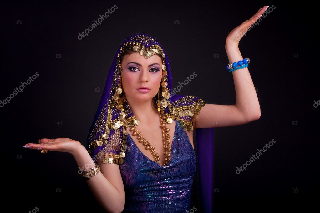 Beautiful girl in a stylized ethnic costume and shawl — Stock Photo #5030411