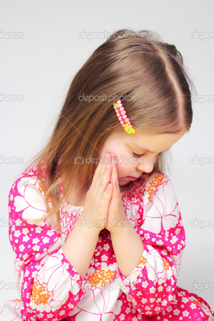 Beautiful little girl is praing — Stock Photo #5174020