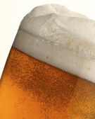 Detail of beer in a glass with foam and bubbles — Stock Photo