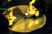 Vicino di macchina di produzione parte elettronica — Foto Stock
