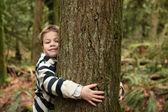 Hug the tree — Stock Photo