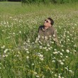Man in meadow relaxing — Stock fotografie