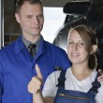 Auto Repair, apprentice to master — Stock Photo