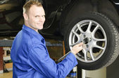 Changing wheels in car workshop — Foto de Stock