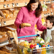 Grocery store shopping - Brown hair woman with child — Stock Photo #4684178