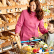 Grocery store shopping - Smiling woman with child — Stock Photo #4684180