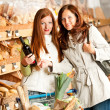 Grocery store: Two young women — Stock Photo