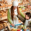 Grocery store shopping - Long red hair woman with child - Lizenzfreies Foto