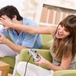estudiante - adolescentes felices jugando videojuegos — Foto de Stock