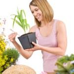 Gardening - Smiling woman holding flower pot — Stock Photo #4684655