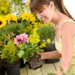 Gardening - smiling woman holding flower pot — Stock Photo #4684787