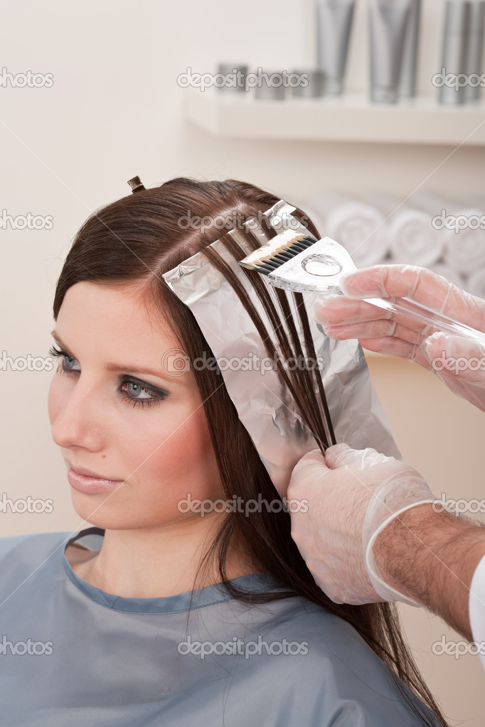 Professional hairdresser color customer at salon stock for Aaina beauty salon electronic city