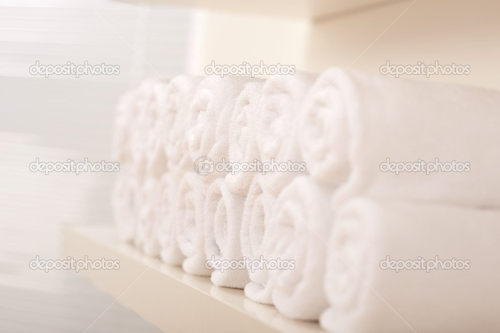 Line of rolled up white bath towels, shallow depth-of-field — Stock Photo #4681103