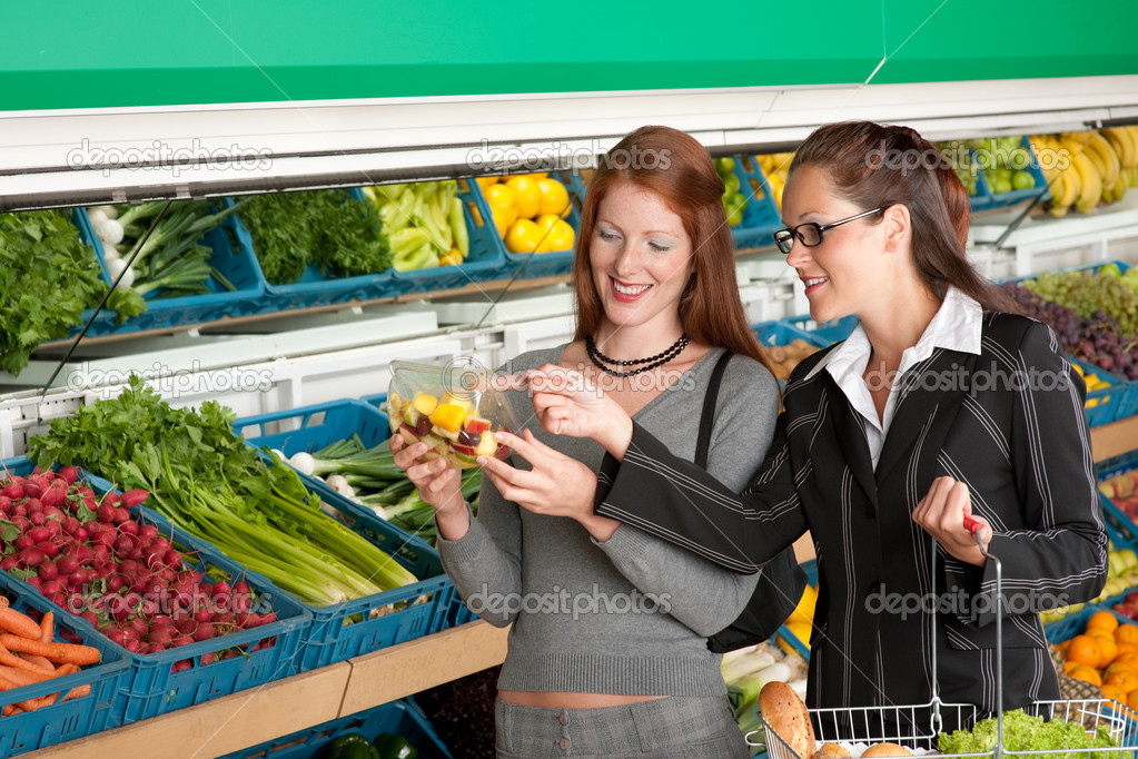 Grocery store shopping - Two business women in a supermarket — Stock Photo #4684572