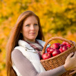 Foto Stock: Autumn country - woman with wicker basket