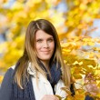 herfst park - fashion model vrouw — Stockfoto
