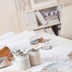 escritório de designer de interiores com amostra de tinta e cor — Foto Stock