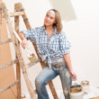 Home improvement: Smiling woman with paint — Stock Photo #4698771
