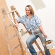 Home improvement: Smiling woman with paint and brush — Stock Photo #4698772