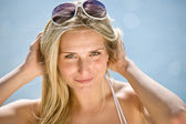 Happy blond woman enjoy summer sun on seashore — Stock Photo